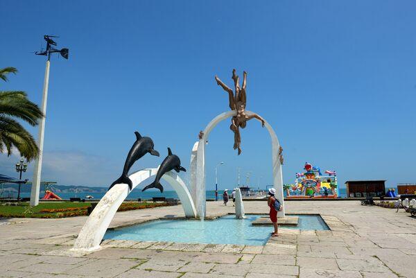 Скульптура Ныряльщики в Пицунде