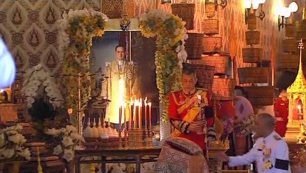 Церемониальная урна, паланкин и шествие: Таиланд прощается с королем