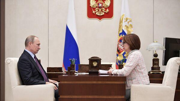 Президент РФ Владимир Путин и председатель Центрального банка РФ Эльвира Набиуллина во время встречи. 27 октября 2017