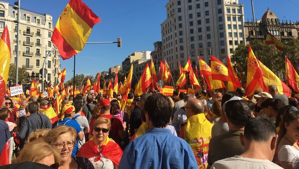 Сбор людей на акцию протеста против независимости Каталонии. 29 октября 2017