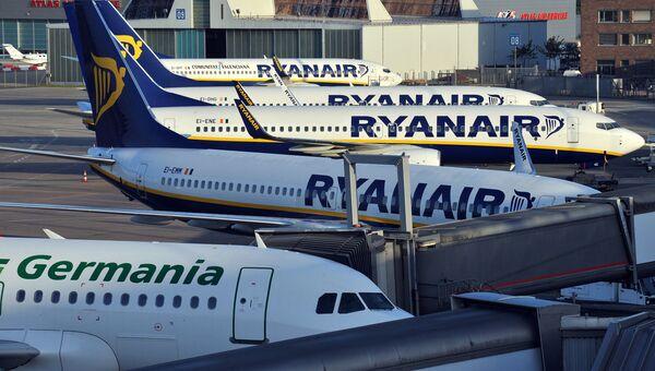Самолеты в аэропорту Бремена, Германия