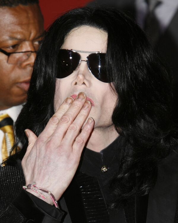 Королю поп-музыки Майклу Джексону исполняется 50 лет