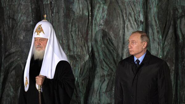 Президент Путин и патриарх Кирилл приняли участие в церемонии открытия мемориала Стена скорби