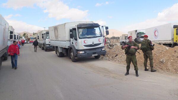 Российские военные обеспечивают беспрепятственный проход гумпомощи ООН в пригород Дамаска, Сирия. 31 октября 2017