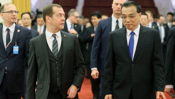 Дмитрий Медведев и премьер Государственного совета КНР Ли Кэцян во время встречи в Пекине. 1 ноября 2017