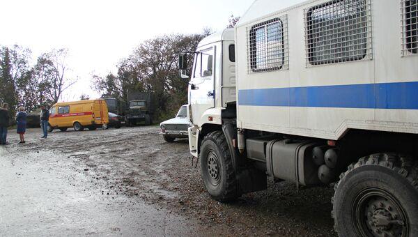 Аварийная служба на месте повреждения газопровода возле села Виноградное под Алуштой. 1 ноября 2017