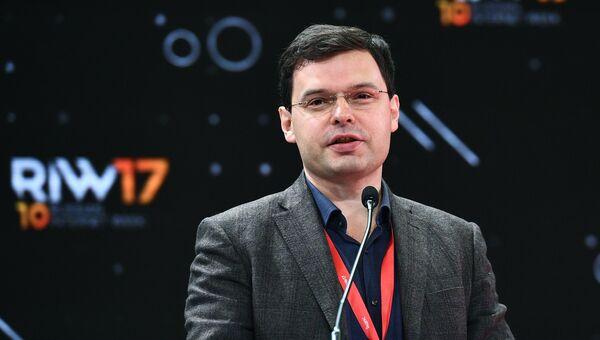 Кирилл Варламов во время выступления на Russian Internet Week. 1 ноября 2017