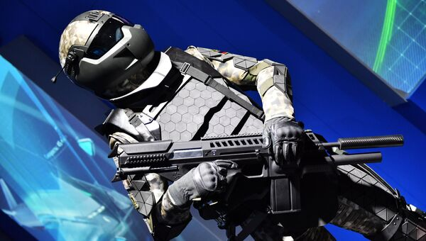 Макет перспективной боевой экипировки на выставке Россия, устремленная в будущее
