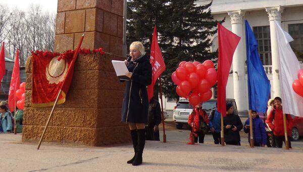 На церемонии вскрытия  капсулы времени в поселке Кавалерово. 7 ноября 2017