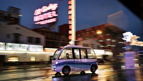 Пассажирский шаттл на автоматическом управлении в Лас-Вегасе, США