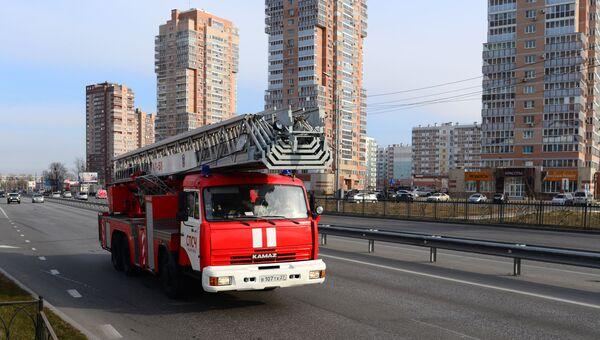 Пожарный автомобиль во время учений МЧС. Архивное фото