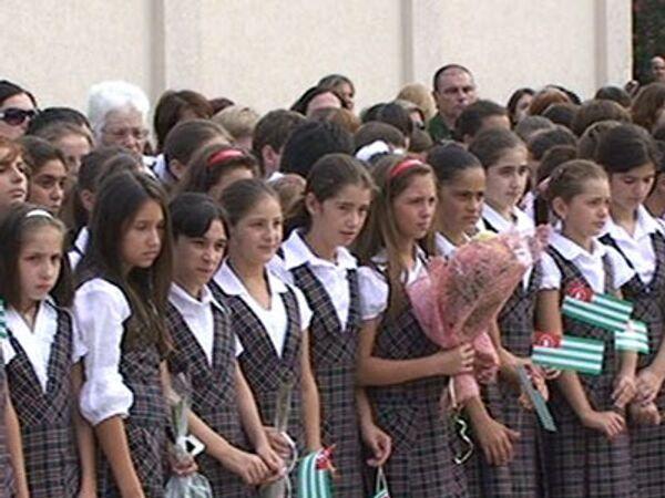 День знаний в Абхазии начался с минуты молчания