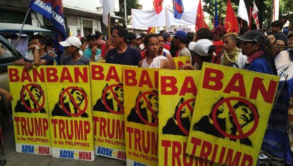 Участники акции протеста против визита президента США Дональда Трампа в Маниле, Филиппины. 12 ноября 2017