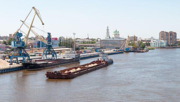 Морской порт в городе Астрахань. Архивное фото