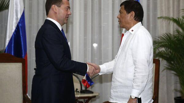 Председатель правительства РФ Дмитрий Медведев и президент Филиппин Родриго Дутерте