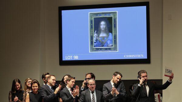 Продажа картины Леонардо да Винчи Спаситель мира на аукционе в Christie's в Нью-Йорке. 15 ноября 2017