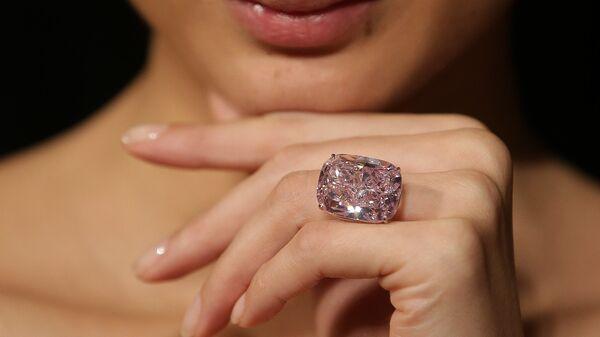 Крупнейший в мире цветной бриллиант  Розовый Радж