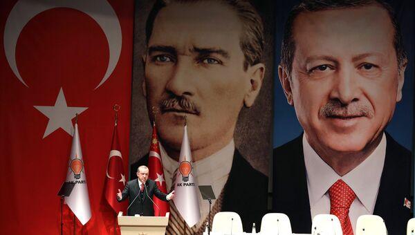 Президент Турции Тайип Эрдоган выступает в Анкаре перед главами региональных отделений правящей Партии справедливости и развития. 17 ноября 2017