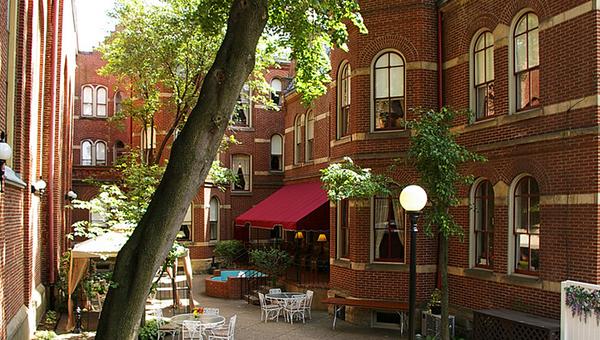Отель Priory в здании бывшего монастыря