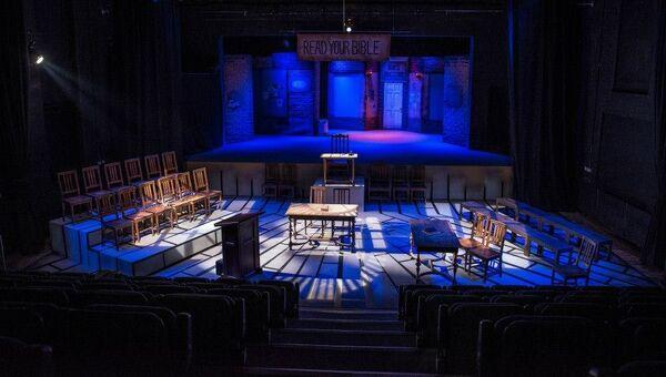 Сцена театра The Quarry Theatre at St. Luke's, расположенная в бывшей церкви святого Люка в Бедфорде, Великобритания