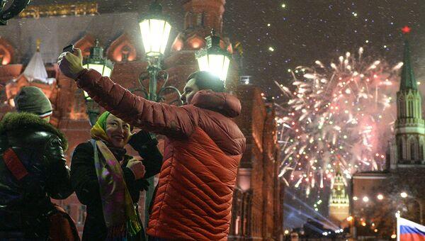 Празднование Нового года на Манежной площади в Москве. Архивное фото