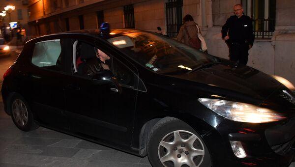Французская полиция сопровождает сенатора Сулеймана Керимова в здание суда Ниццы. 22 ноября 2017