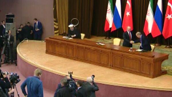 Путин уронил стул Эрдогана после пресс-конференции в Сочи