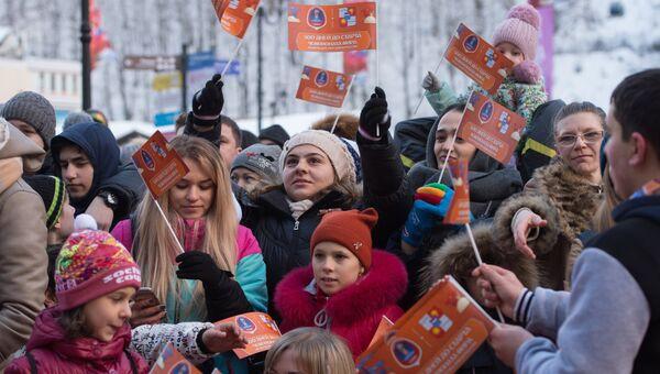 Местные жители на праздничных мероприятиях в Сочи, на которых отмечают 500 дней до начала чемпионата мира по футболу 2018 года в России
