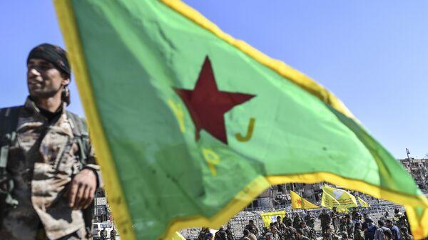 Бойцы отряда народной самообороны курдов (YPG) в городе Ракка, Сирия