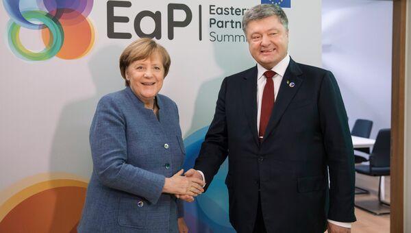 Президент Украины Петр Порошенко и канцлер Германии Ангела Меркель во время саммита Восточного партнерства в Брюсселе