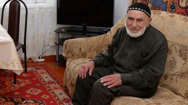 Долгожитель Илиев Аппаз Лоросович в своем доме в селении Гули Джейрахского района Ингушетии