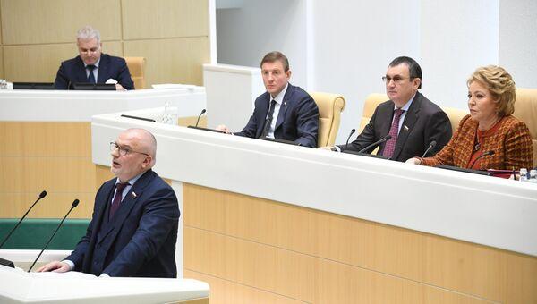 Председатель комитета Совета Федерации по конституционному законодательству и государственному строительству Андрей Клишас выступает на заседании Совета Федерации РФ. 29 ноября 2017
