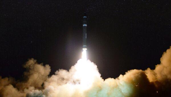 Запуск межконтинентальной баллистической ракеты Hwasong-15 в КНДР. 30 нояьря 2017