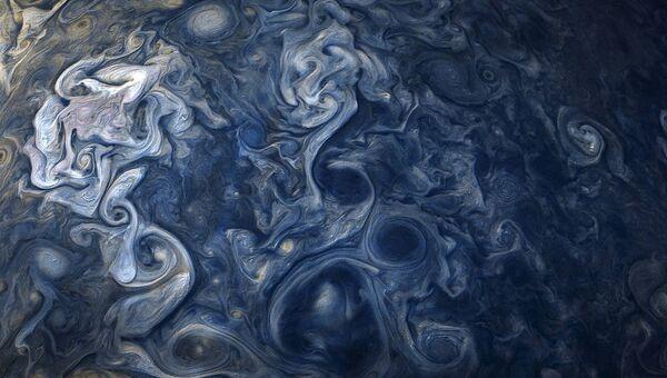 Фотография облаков Юпитера с космического корабля НАСА Юнона. 1 декабря 2017