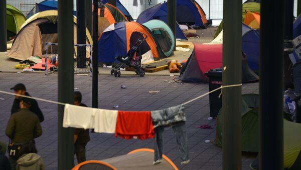 Опустевший палаточный лагерь беженцев у вокзала Калети в Будапеште