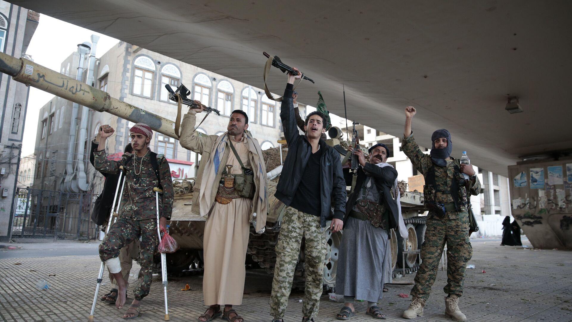 Боевики-хуситы в столице Йемена Сане. 4 декабря 2017 - РИА Новости, 1920, 28.02.2021