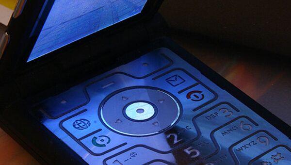 Телефон Motorola Razr V3. Архивное фото
