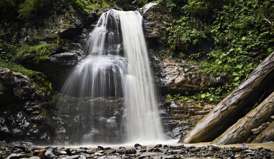 На курорте Роза Хутор открыт Парк водопадов Менделиха. Этим летом можно было осмотреть первые три водопада и несколько смотровых площадок