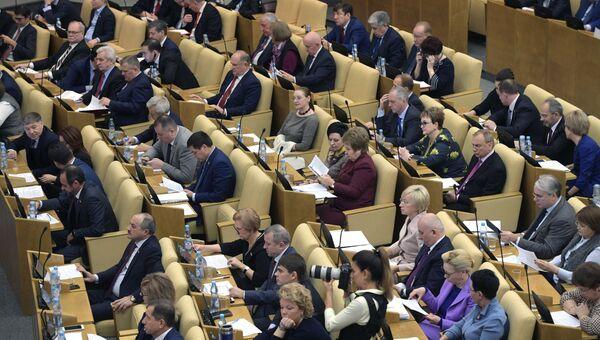 Депутаты на пленарном заседании Государственной Думы РФ. 6 декабря 2017