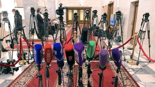 Микрофоны и телекамеры