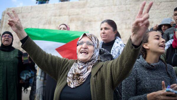 Палестинские женщины во время протеста у Дамасских ворот в Старом городе Иерусалима. 7 декабря 2017