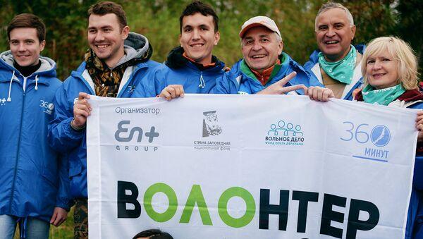 Волонтеры на территории визит-центра Байкальского государственного природного биосферного заповедника. Архивное фото