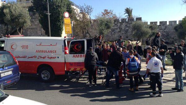 Скорая забирает участников акции протеста