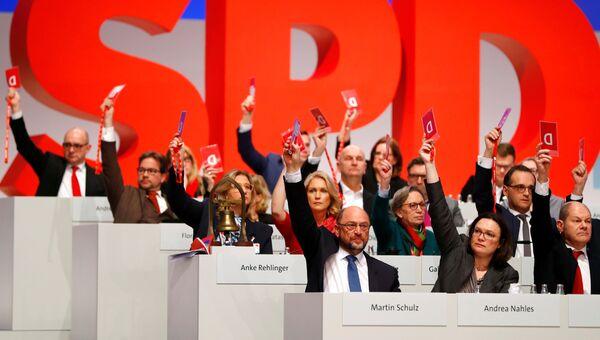 Члены СДПГ во время голосования на съезде партии в Берлине. 7 декабря 2017