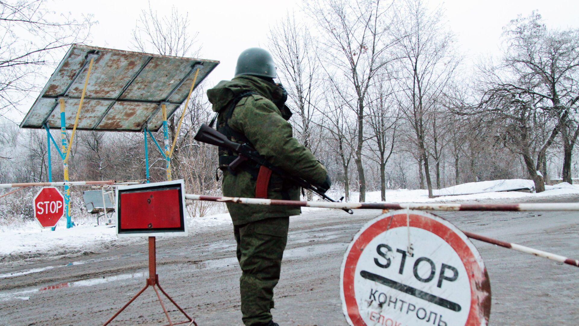 Блок-пост на окраине Горловки Донецкой области - РИА Новости, 1920, 23.01.2021