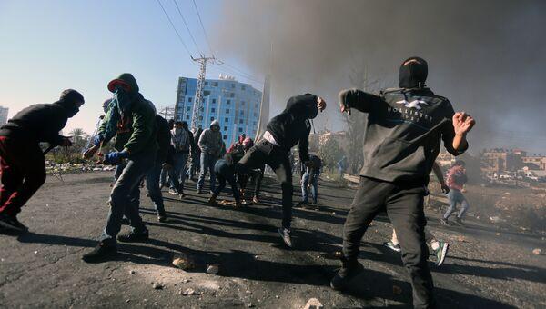 Участники протестов в Палестине против решения США о признании Иерусалима столицей Израиля. Архивное фото