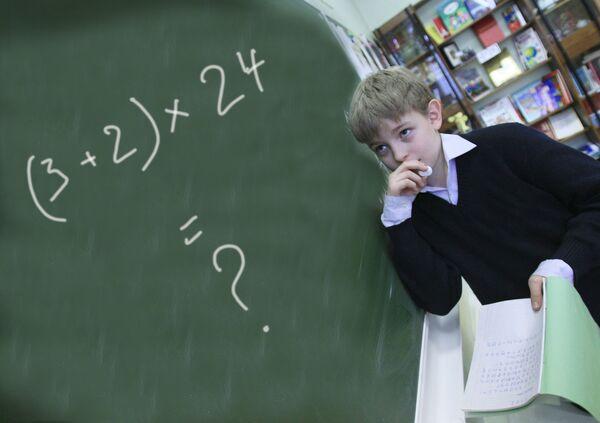 Ребенок на уроке математики