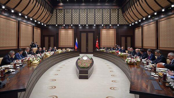 Президент РФ Владимир Путин и президент Турции Реджеп Тайип Эрдоган во время российско-турецких переговоров в Анкаре. 11 декабря 2017