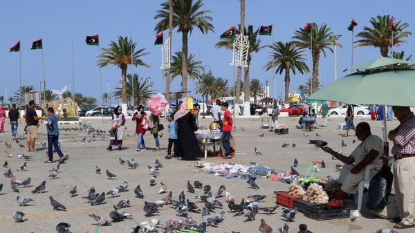 Уличные торговцы на площади Мучеников в Триполи, Ливия. архивное фото