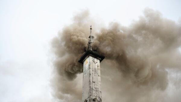 Экологи полагают, что в дыме из крематория слишком много вредных выбросов. Для сжигания одного тела требуется 113 литров ископаемого топлива